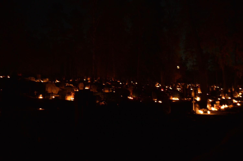 Kapinės vėlinių naktį