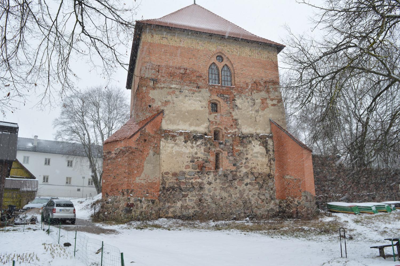 Trakų pilie sargybos bokštų liekanos