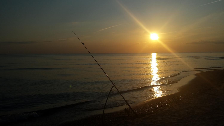 Žvejyba nuo jūros kranto