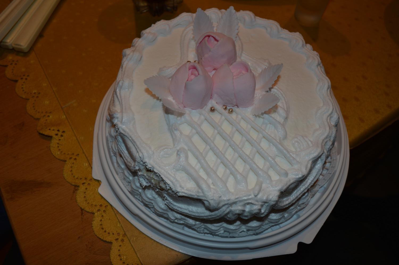 Tortas su trimis rožėmis