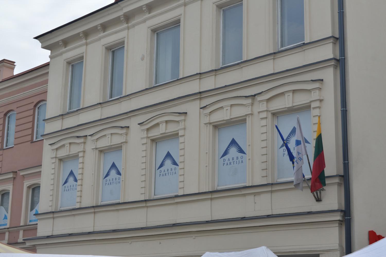 Darbo partijos būstinė Vilniaus skyriaus yra Gedimino g. 10
