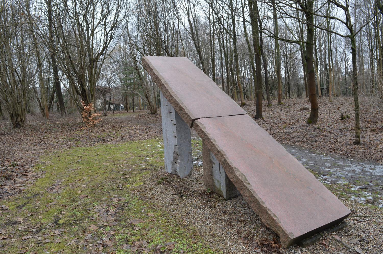 akmens skulptūra - tiltas