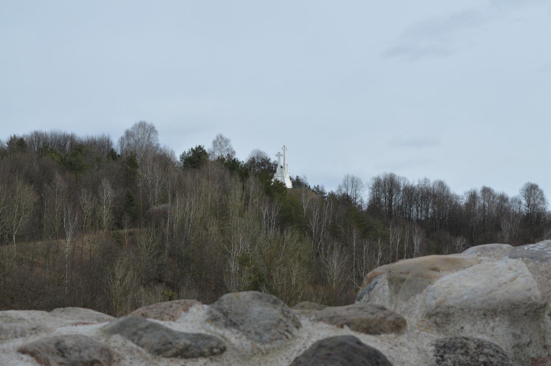 Trys kryžiai nuo Gedimino kalno gynybinės sienos