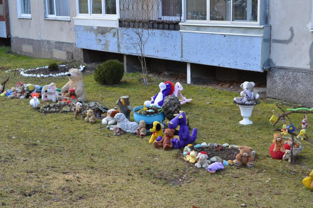 Pliušinių žaislų kiemas