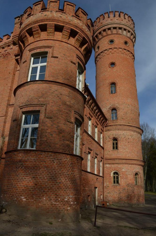 Raudonės pilies bokštai