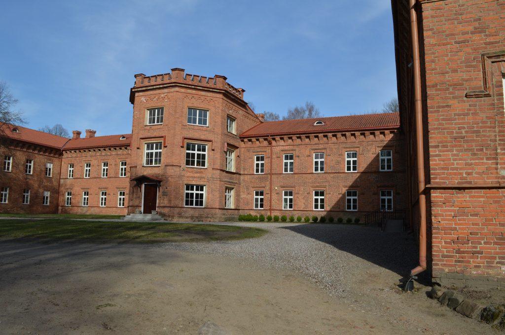 Raudonės pilis mokykla