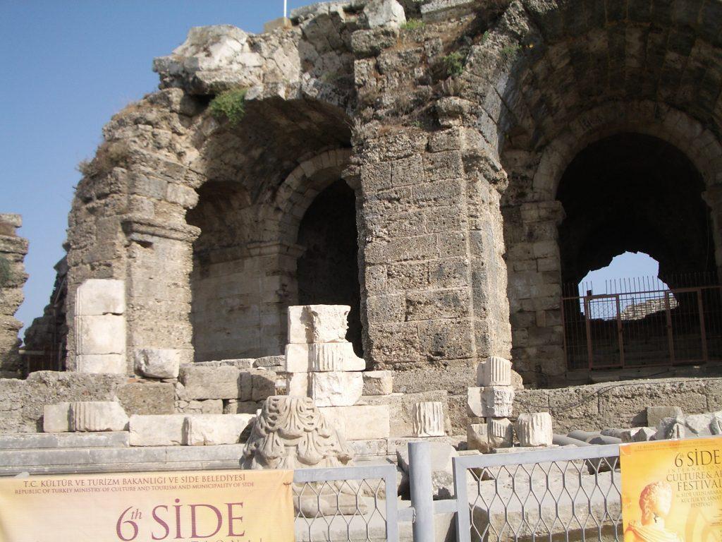 Sugriuvęs amfiteatras
