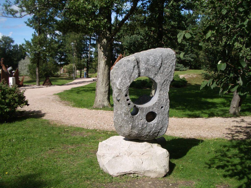 skylės akmenyje