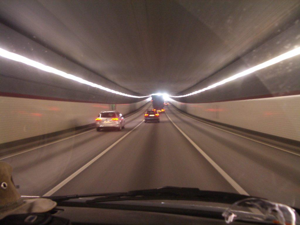 Tunelis po kalnu