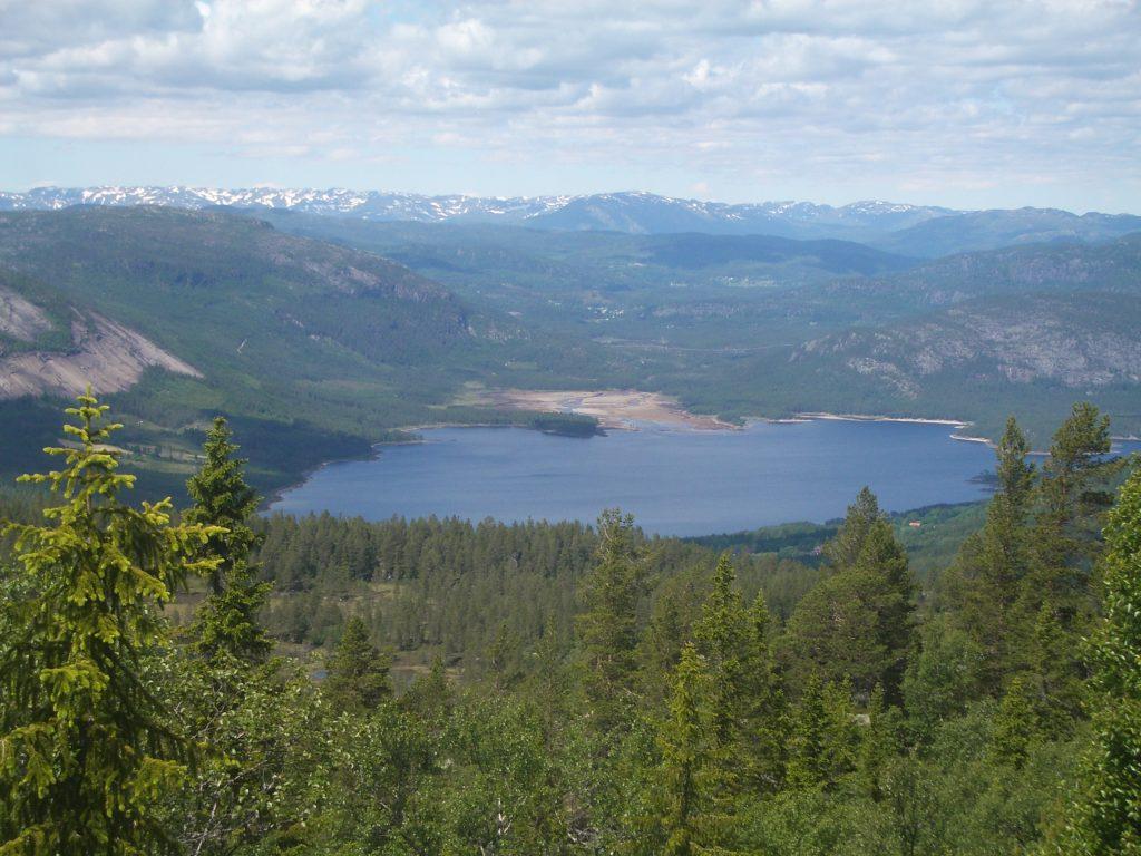 Ežeras kalnuose Norvegija
