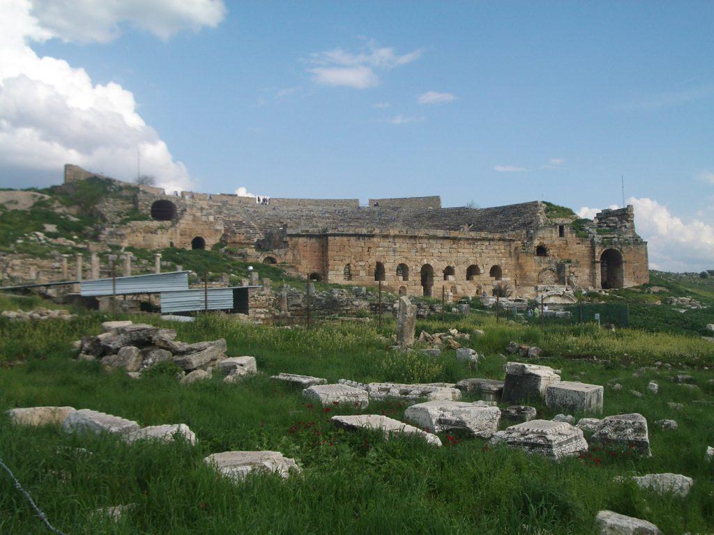 Nugriuvęs amfiteatras