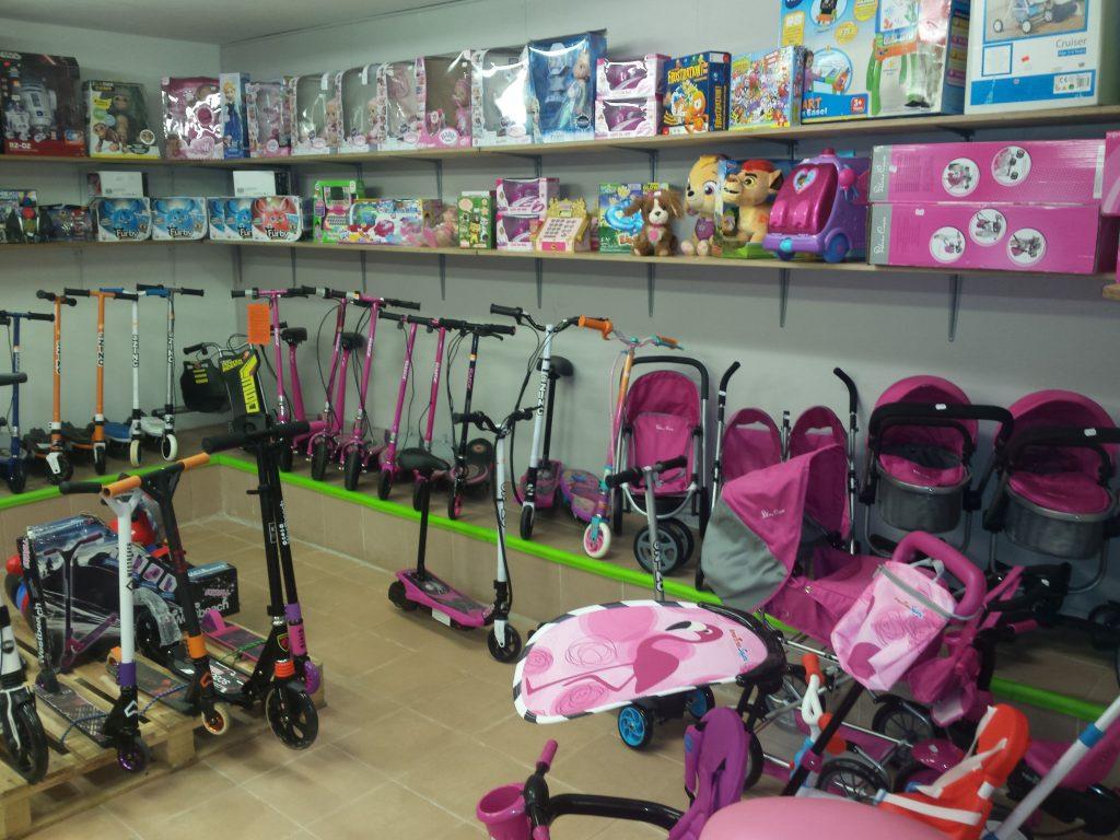 firminės lėlės ir vežimėliai