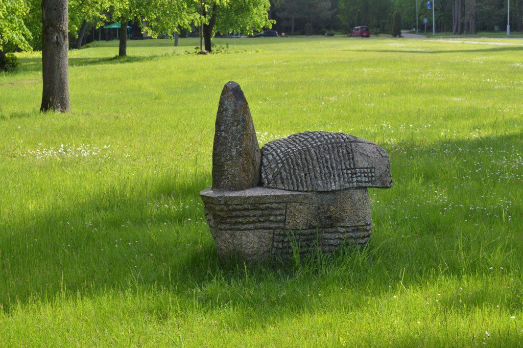 Akmens skulptūra Poslinkiai