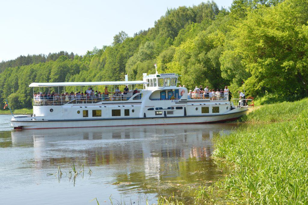 Atplaukiantis garlaivis į Liškiavą