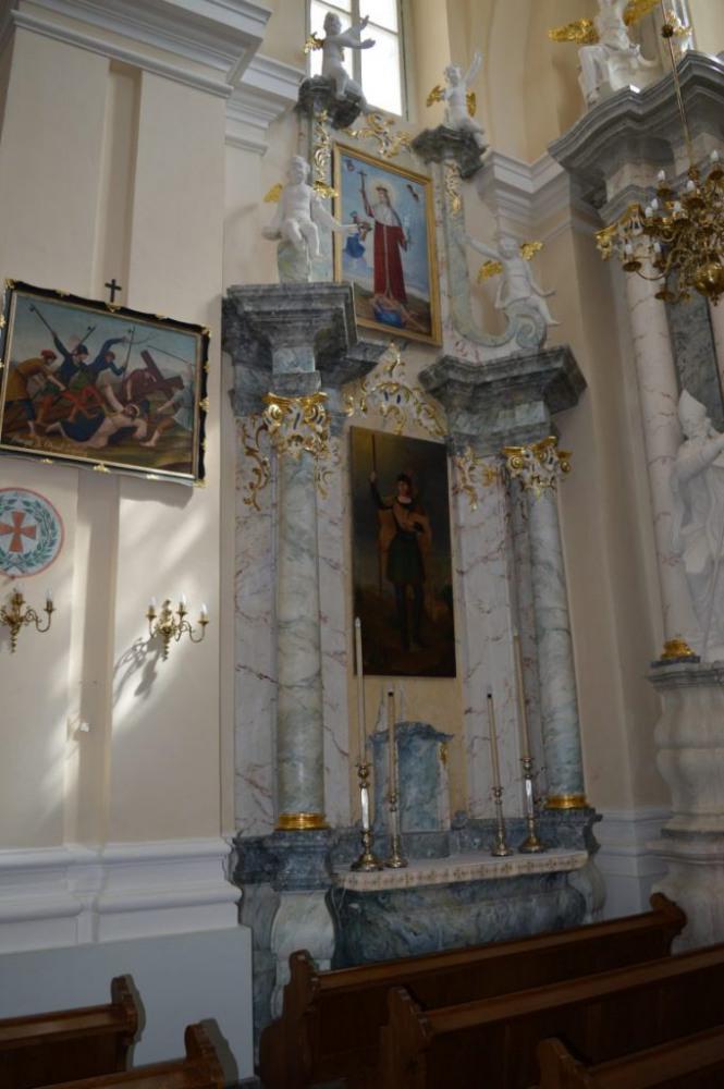 bažnyčios altorius iš dešinės