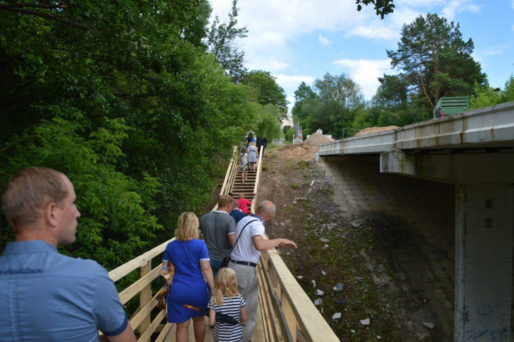 per tiltą padarytas laikinas