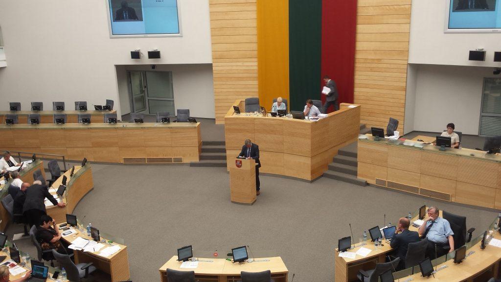 Artūras Paulauskas seime pristato įstatymo projektus