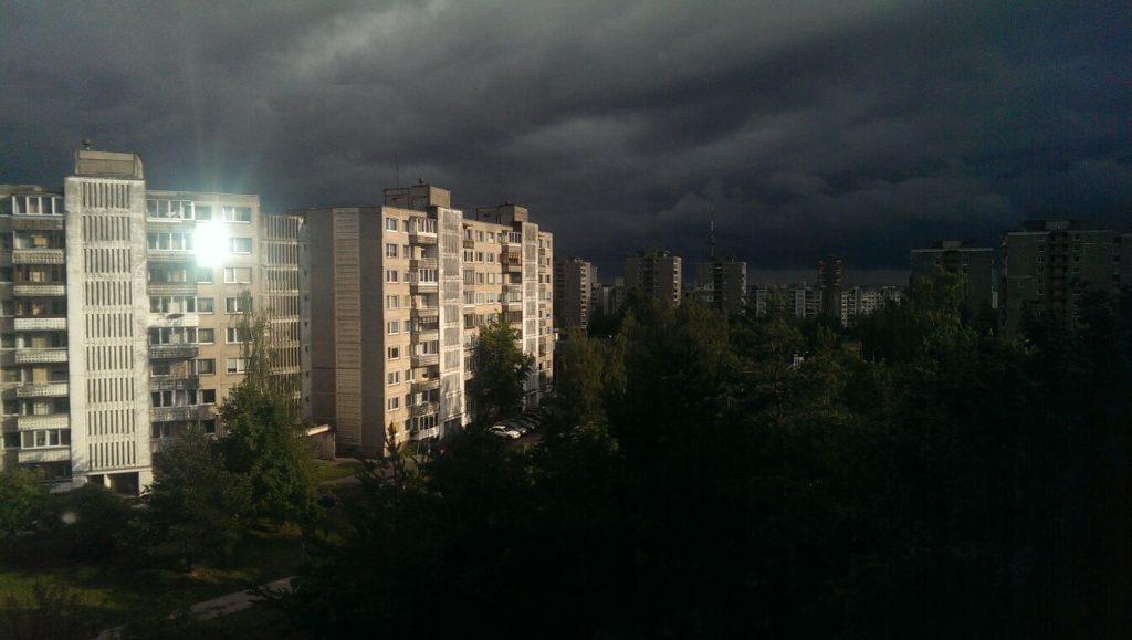Šviesa prieš tamsą