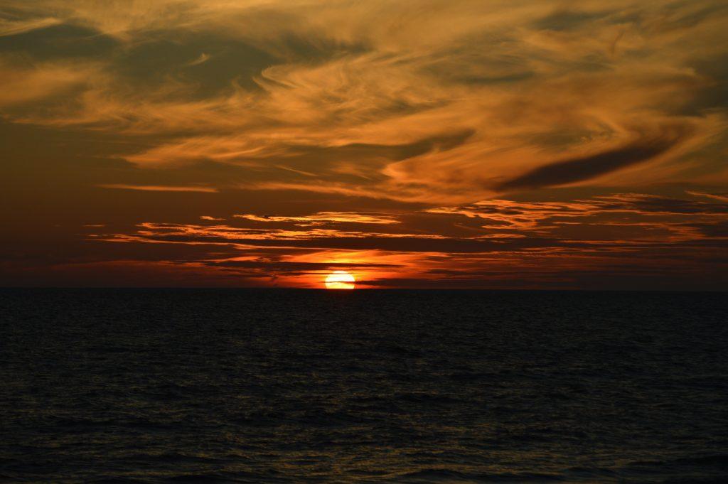 Baltijos jūros saulėlydis iš kranto