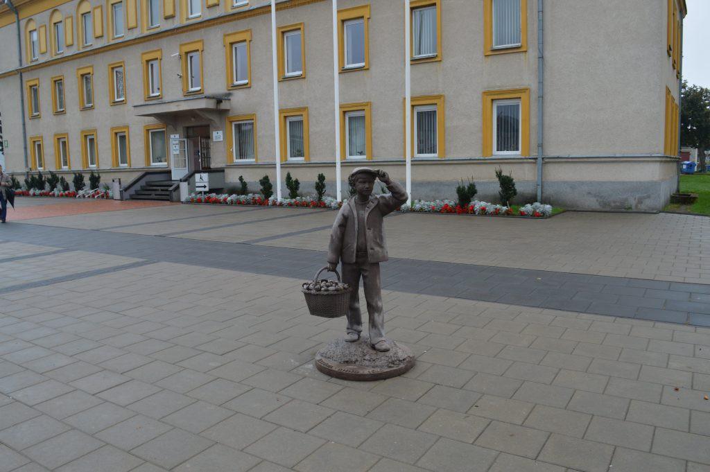 Varėnos grybų šventės skulptūra